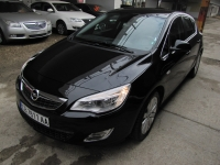 Opel Astra 1.6 COSMO 115hp 2010